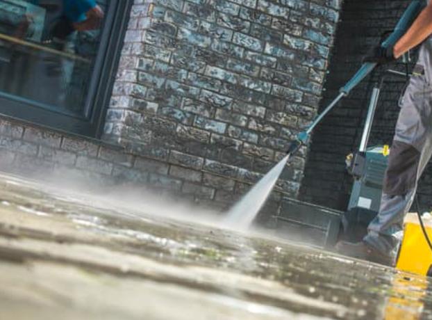 this image shows folsom california driveway pressure washing
